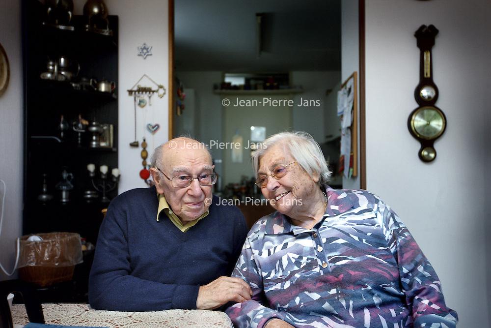 Nederland, Amsterdam , 28 april 2014.<br /> Heer en mevrouw Kosses hebben elkaar in WOII leren kennen. Mevrouw als dochter van een gezin dat aan 19 onderduikers onderdak bood, meneer als onderduiker. Beide staan centraal in een musical die volgend jaar 8 mei in premiere gaat in Odoorn. Bijzondere is dat op die dag het stel 70 jaar getrouwd is en bij de premiere aanwezig is.<br /> Onkosten: 35 km x € 0,19= € 6,65<br /> Parkeerautomaat: € 3,09<br /> Totaal: € 9,74<br /> Foto:Jean-Pierre Jans