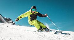 THEMENBILD - ein Skifahrer auf einer Piste bei strahlendem Wetter, aufgenommen am 27.03.2014 in Kaprun, Österreich // a skier on a slopes in glorious weather, Kaprun, Austria on 2014/03/27. EXPA Pictures © 2014, PhotoCredit: EXPA/ JFK