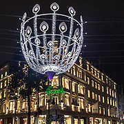 ecorazione natalizie in Bond Street, la famosa via della moda in Mayfair, elegante quartiere in centro a Londra⁠<br /> ⁠<br /> Christmas light in #Bondstreet the famous fashion street in #Mayfair, the elegant district in #CentreLondon