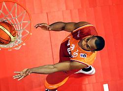 26-08-2005 BASKETBAL: NEDERLAND-BELGIE: GRONINGEN<br /> Nederland kan zich gaan opmaken voor een extra toernooi in Belgrado, waar de laatste strohalm moet worden gepakt ter handhaving in de A-groep. Dat is het gevolg van de 51-62 nederlaag / Angelo Flanders<br /> ©2005-www.fotohoogendoorn.nl