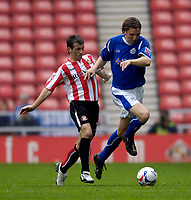 Photo: Jed Wee.<br />Sunderland v Leicester City. Coca Cola Championship. 16/09/2006.<br /><br />Leicester's Nils-Eric Johansson (R) tries to get away from Sunderland's Liam Miller.