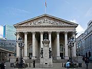 Londyn, 2009-10-23. Fasada Giełdy Królewskiej w londyńskim City.