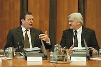 17 JAN 2001, BERLIN/GERMANY:<br /> Gerhard Schroeder, SPD, Bundeskanzler, und Frank Walter Steinmeier, Staatsminister im Bundeskanzleramt, im Gespraech, vor Beginn der Kabinettsitzung, Bundeskanzleramt<br /> IMAGE: 20010117-01/02-23<br /> KEYWORDS: Kabinett, Gerhard Schröder, Gespräch