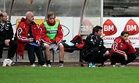 Fotball<br /> Landskamp Gutter 19 - Kvalifisering til EM-sluttspillet<br /> Norge v Azerbaijan<br /> 30.05.2007<br /> Foto: Kurt Pedersen/Digitalsport<br /> NORWAY ONLY<br /> <br /> Den norske benken.<br /> R-L: Tor Ole Skullerud - Bård Wiggen - Christer Kleiven - Start