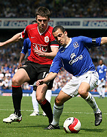 Photo: Paul Thomas.<br />Everton v Manchester United. The Barclays Premiership. 28/04/2007.<br /><br />Michael Carrick (L) battles with Leon Osman of Everton.