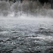 Noorwegen Gol 31 december 2008 20081231 Foto: David Rozing .Wintertafereel, de rivier bij het dorpje Gol stoomt door de vrieskou van min 15 graden Celsius .Wintertime, river at Gol is steaming because of the severe frost..Foto: David Rozing