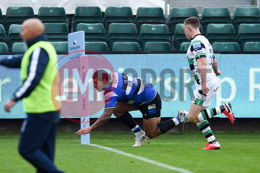 Josh Matavesi of Bath Rugby scores a try in the second half - Mandatory byline: Patrick Khachfe/JMP - 07966 386802 - 21/11/2020 - RUGBY UNION - The Recreation Ground - Bath, England - Bath Rugby v Newcastle Falcons - Gallagher Premiership
