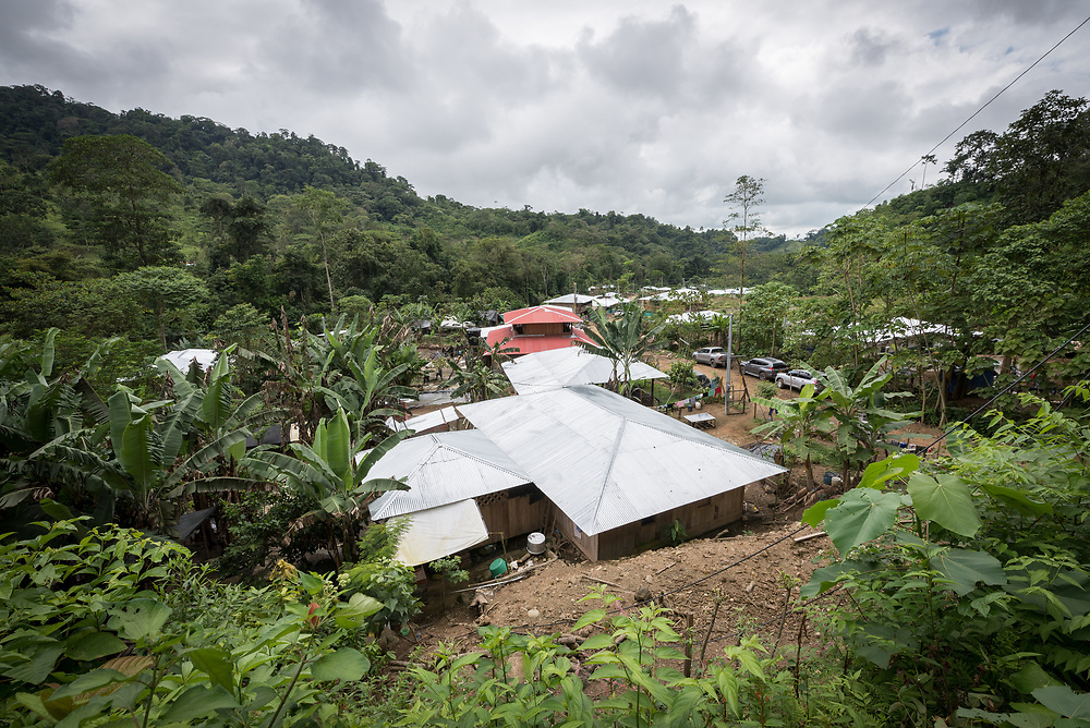 16 November 2018, San José de León, Mutatá, Antioquia, Colombia: Following the 2016 peace treaty between FARC and the Colombian government, a group of ex-combatant families have purchased and now cultivate 36 hectares of land in the territory of San José de León, municipality of Mutatá in Antioquia, Colombia. A group of 27 families first purchased the lot of land in San José de León, moving in from nearby Córdoba to settle alongside the 50-or-so families of farmers already living in the area. Today, 50 ex-combatant families live in the emerging community, which hosts a small restaurant, various committees for community organization and development, and which cultivates the land through agriculture, poultry and fish farming. Though the community has come a long way, many challenges remain on the way towards peace and reconciliation. The two-year-old community, which does not yet have a name of its own, is located in the territory of San José de León in Urabá, northwest Colombia, a strategically important corridor for trade into Central America, with resulting drug trafficking and arms trade still keeping armed groups active in the area. Many ex-combatants face trauma and insecurity, and a lack of fulfilment by the Colombian government in transition of land ownership to FARC members makes the situation delicate. Through the project De la Guerra a la Paz ('From War to Peace'), the Evangelical Lutheran Church of Colombia accompanies three communities in the Antioquia region, offering support both to ex-combatants and to the communities they now live alongside, as they reintegrate into society. Supporting a total of more than 300 families, the project seeks to alleviate the risk of re-victimization, or relapse into violent conflict.
