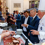 NLD/Den Haag/20180705 - Binnenhof BBQ 2018, Sybrand van Haersma Buma en kok Huub Oosterman