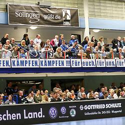 Fans des BHC mit aufmunternden Worten im Abstiegskampf im Spiel der Handballliga, Bergischer HC - SC DHfK Leipzig.<br /> <br /> Foto © PIX-Sportfotos *** Foto ist honorarpflichtig! *** Auf Anfrage in hoeherer Qualitaet/Aufloesung. Belegexemplar erbeten. Veroeffentlichung ausschliesslich fuer journalistisch-publizistische Zwecke. For editorial use only.