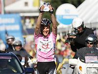 Sykkel<br /> Giro d'Italia 2006<br /> 27.05.2006<br /> Foto: imago/Digitalsport<br /> NORWAY ONLY<br /> <br /> Ivan Basso (Italien / CSC) gewinnt die 20. Etappe der Giro dItalia 2006 und hält ein Foto seines Kleinsten in den Händen