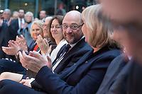 29 JAN 2016, BERLIN/GERMANY:<br /> Martin Schulz (4.v.L.), SPD, Kanzlerkandidat, in der ersten Reihe, zwischen Manuela Schwesig, Frank-Walter Steinmeier, Katarina Barley und Hannelore Kraft, (v.L.n.R.), Vorstellung von Schulz als Kanzlerkandidat der SPD zur Bundestagswahl, nach der Nominierung durch den SPD-Parteivorstand, Willy-Brandt-Haus<br /> IMAGE: 20170129-01-014<br /> KEYWORDS: Applaus, applaudieren, klatschen