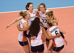 04-01-2016 TUR: European Olympic Qualification Tournament Nederland - Duitsland, Ankara <br /> De Nederlandse volleybalvrouwen hebben de eerste wedstrijd van het olympisch kwalificatietoernooi in Ankara niet kunnen winnen. Duitsland was met 3-2 te sterk (28-26, 22-25, 22-25, 25-20, 11-15) / Lonneke Sloetjes #10, Nicole Koolhaas #22, Debby Stam-Pilon #16, Femke Stoltenborg #2