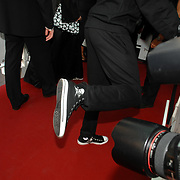 NLD/Amsterdam/20070522 - Premiere Pirates Of The Caribbean 3, Ali B. schoenen met een piraten teken erop