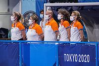 TOKIO -  Begeleiding Oranje met coach Alyson Annan (NED) , manager Femke Kooijman (NED) , teamarts Carmen van der Pol (NED) , fysio Frank Backelandt (NED , fysio Carlien Dirkse van den Heuvel (NED) tijdens de wedstrijd dames , Nederland-India (5-1) tijdens de Olympische Spelen   .   COPYRIGHT KOEN SUYK