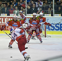 05.04.2011, Stadthalle, Klagenfurt, AUT, EBEL, FINALE, EC KAC vs EC RED BULL SALZBURG, im Bild SChuass von Douglas Lynch, (EC RED BULL SALZBURG, #44), Tyler Spurgeon, (EC KAC, #09) und Michael Craig, (EC KAC, #20) blocken// during the EBEL Icehockey Final, EC KAC vs EC RED BULL SALZBURG at the Stadthalle, Klagenfurt, 05/03/2011, EXPA Pictures © 2011, PhotoCredit: EXPA/ J. Feichter