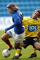 Fotball. Eliteserien Vålerenga - Start. David Hanssen, VIF i duell med Kristoffer Hæstad, Start. <br /> <br /> Foto: Andreas Fadum, Digitalsport