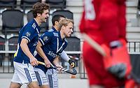 AMSTELVEEN -  Dennis Warmerdam (Pinoke) (r) heeft de stand op 0-1 gebracht    tijdens   hoofdklasse hockeywedstrijd mannen,  AMSTERDAM-PINOKE , die vanwege het heersende coronavirus zonder toeschouwers werd gespeeld.  links Jord Beekmans (Pinoke) COPYRIGHT KOEN SUYK