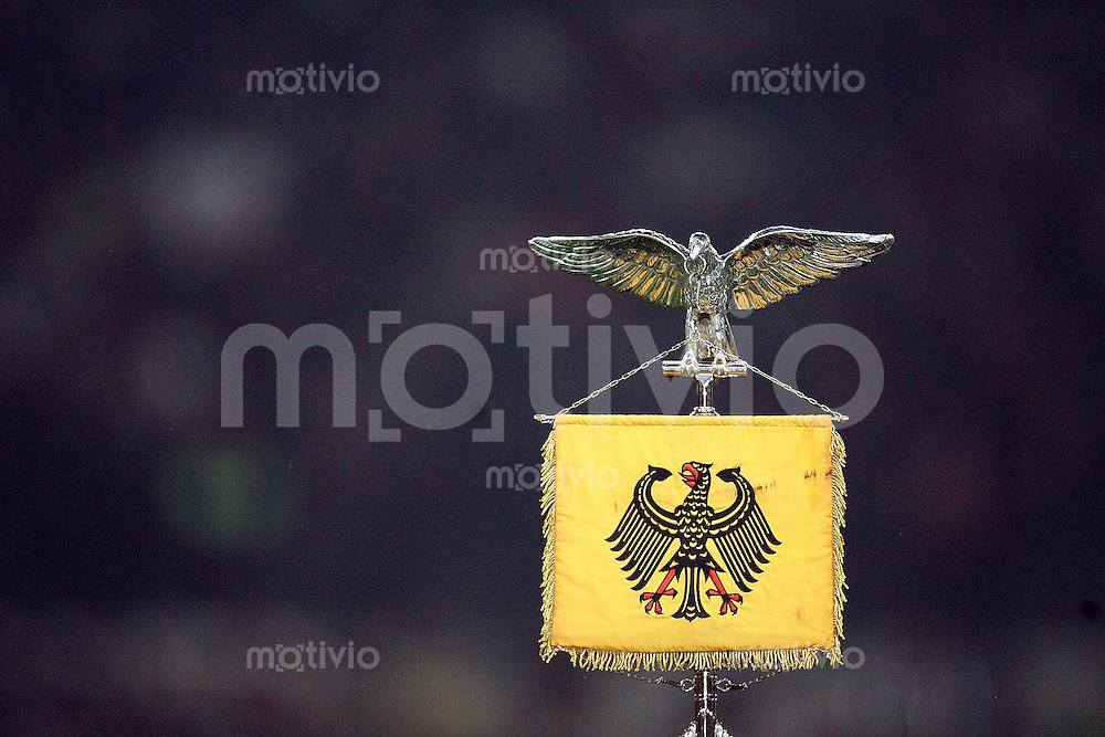 Fussball      EM Qualifikation    17.11.07 Deutschland - Zypern Ein Wimpel der Blaskapelle traegt den deutschen Adler.