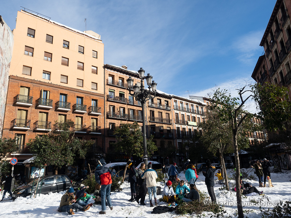 Madrid, Spain. 10th January, 2021. People sitting in the sun and drinking beers at Cascorro square in Madrid's downtown, the day after storm Filomena hitted Madrid. After Storm Filomena, Madrid (Spain) is covered in snow and ice, lots of trees have fallen and it is not possible to use the car in most of the streets but people walk around the city. © Valentin Sama-Rojo.
