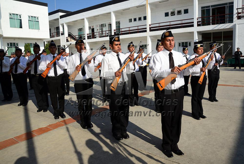 Toluca, México.- 42 cadetes de la Academia de Policía de Toluca recibieron sus certificados que los acredita como nuevos elementos de la policía municipal.  Agencia MVT / Crisanta Espinosa