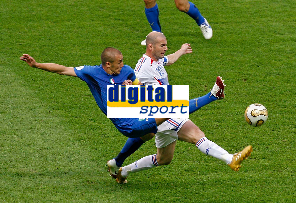 Photo: Glyn Thomas.<br />Italy v France. FIFA World Cup 2006 Final. 09/07/2006.<br /> France's Zinedine Zidane (R) and Italy's Fabio Cannavaro.