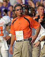 Oklahoma State head coach Mike Gundy looks up at the clock late in the game against Kansas State at Bill Snyder Family Stadium in Manhattan, Kansas, October 7, 2006.  The Wildcats beat the Cowboys 31-27.<br />