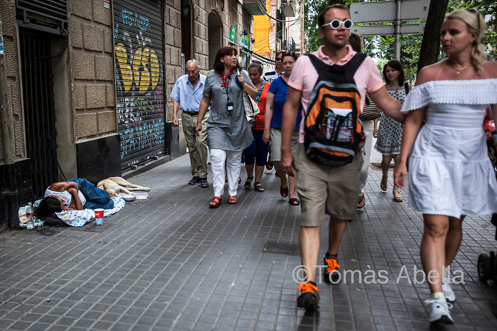 The difficulty in acquiring decent housing leads to an increased risk of social exclusion. Barcelona allocates only 2% of the housing stock to social housing, while the European average is 15%.