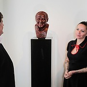 NLD/Amsterdam/20120419 - Onthulling beeld Johnny Kraaijkamp Sr., Johnny Kraaijkamp jr. en Sanne Kraaijkamp onthullen het bronzen beeld