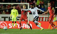 Fotball<br /> 28.10.2018<br /> Eliteserien<br /> Brann Stadion<br /> Brann - Rosenborg<br /> Markus Olsen Pettersen (L) , Taijo Teniste (4R) og Vito Wormgoor (2R) , Brann<br /> Samuel Adegbenro (3R) , Rosenborg<br /> Dommer Svein Oddvar Moen (R)<br /> Foto: Astrid M. Nordhaug