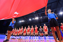 12.06.2018, Porsche Arena, Stuttgart<br /> Volleyball, Volleyball Nations League, Türkei / Tuerkei vs. Niederlande<br /> <br /> Team Türkei / Tuerkei waehrend Hymne / Flagge<br /> <br /> Foto: Conny Kurth / www.kurth-media.de