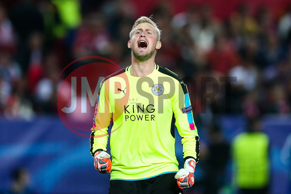Kasper Schmeichel of Leicester City celebrates after Jamie Vardy scores a goal to make it 2-1 - Rogan Thomson/JMP - 22/02/2017 - FOOTBALL - Estadio Ramon Sanchez Pizjuan - Seville, Spain - Sevilla FC v Leicester City - UEFA Champions League Round of 16, 1st Leg.