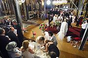 Griekenland, Athene, 5-7-2008In een kerk vindt een doop plaats van een kind uit een rijke familie.In a church  a child of a wealthy family is being baptised. Foto: Flip Franssen