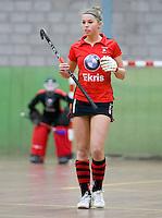 HEILOO -  Schaerweijde speelster Pam Imhof  tijdens de competitiewedstrijd zaalhockey tussen de vrouwen van  Terriers en Schaerweijde .  COPYRIGHT KOEN SUYK