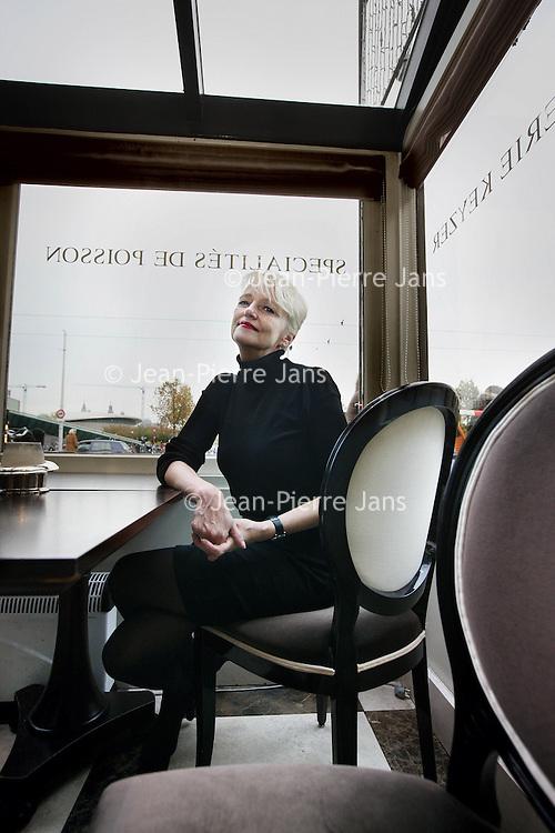 Nederland, Amsterdam , 29 oktober 2010..Nederlandse vrouwen met hun 'baantje erbij' zijn verwende prinsesjes, vindt journalist Elma Drayer die er een boek over schreef.Journalist and author Elma Drayer wrote a book about Dutch women, Spoiled little Princesses.