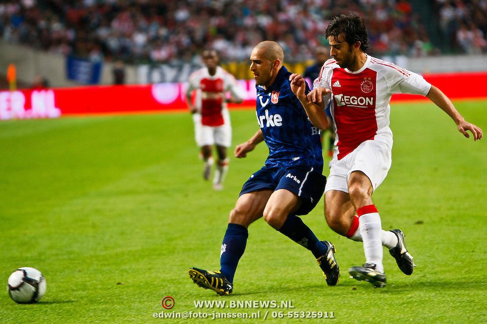 NLD/Amsterdam/20100731 - Wedstrijd om de JC schaal 2010 tussen Ajax - FC Twente, Oleguer Presas Renom in duel met