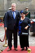 Prinsjesdag 2013 - Aankomst Parlementariërs bij de Ridderzaal op het Binnenhof.<br /> <br /> Op de foto: Sharon Dijksma - Staatssecretaris van Economische Zaken en partner