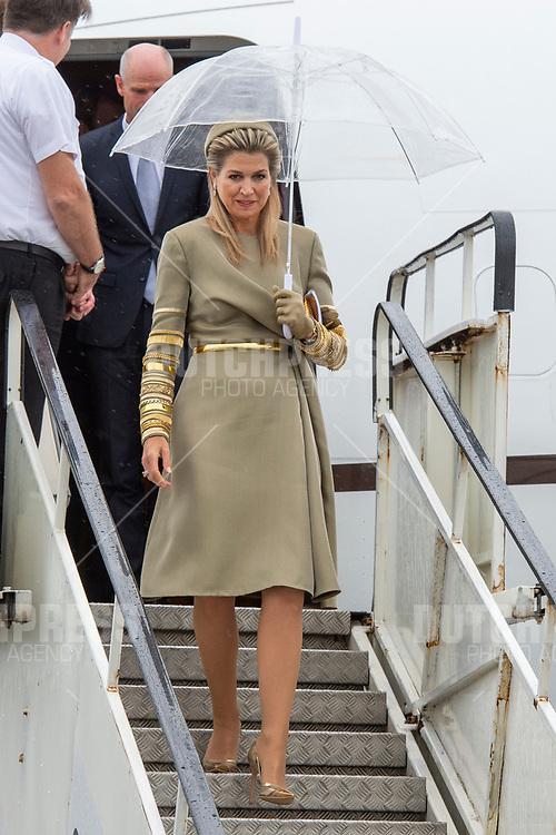Koningin Maxima tijdens de aankomst op Dublin Airport in Ierland, als de start van het 3-daags staatsbezoek van het Nederlandse Koningspaar aan Ierland.