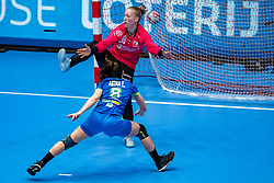 Yara ten Holte of Netherlands, Ema Abina of Slovenia in action during the Women's friendly match between Netherlands and Slovenia at De Maaspoort on march 19, 2021 in Den Bosch, Netherlands (Photo by RHF Agency/Ronald Hoogendoorn)