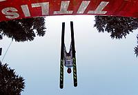 Hopp: 14.12.2001 Engelberg, Schweiz,<br />Ein Skispringer am Freitag (14.12.2001) beim Training auf der Sprungschanze im schweizerischen Engelberg zum bevorstehenden Weltcup Skispringen am Wochenende.<br /><br />Foto: Andy Müller, Digitalsport