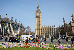 © Licensed to London News Pictures. 27/03/2017. London, UK. Members of public pay their respects to the victims of Westminster terror attack in Parliament Square, London on Monday, 27 March 2017. Photo credit: Tolga Akmen/LNP