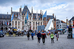 Tourists in Grote Markt, Bruges, Belgium<br /> <br /> (c) Andrew Wilson | Edinburgh Elite media