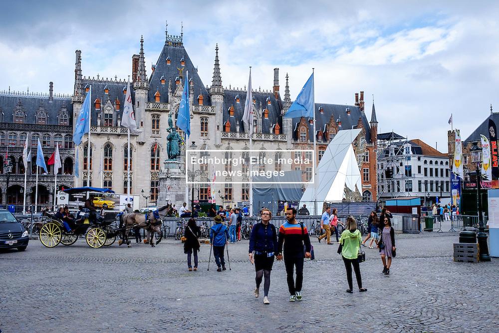 Tourists in Grote Markt, Bruges, Belgium<br /> <br /> (c) Andrew Wilson | Edinburgh Elite media