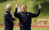 Photo: Chris Ratcliffe.<br />England training session. 06/06/2006.<br />Steve McClaren points the way to Sven Goran Eriksson.