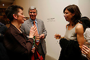JOHANNA RYAN, LARRY GAGOSIAN AND Cecily Brown , New work by Cecily Brown. Gagosian. Brittania St. London. 31 March 2006. ONE TIME USE ONLY - DO NOT ARCHIVE  © Copyright Photograph by Dafydd Jones 66 Stockwell Park Rd. London SW9 0DA Tel 020 7733 0108 www.dafjones.com