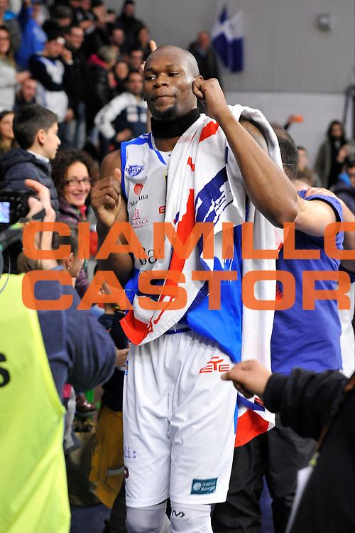 DESCRIZIONE : Beko Legabasket Serie A 2015- 2016 Dinamo Banco di Sardegna Sassari - Openjobmetis Varese<br /> GIOCATORE : Brenton Petway<br /> CATEGORIA : Ritratto Esultanza Postgame Ultras Tifosi Spettatori Pubblico<br /> SQUADRA : Dinamo Banco di Sardegna Sassari<br /> EVENTO : Beko Legabasket Serie A 2015-2016<br /> GARA : Dinamo Banco di Sardegna Sassari - Openjobmetis Varese<br /> DATA : 07/02/2016<br /> SPORT : Pallacanestro <br /> AUTORE : Agenzia Ciamillo-Castoria/C.Atzori