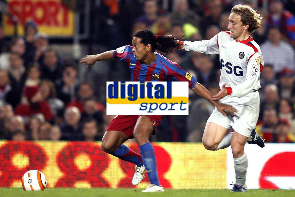Fotball 21. mars 206 , Barcelona - Getafe <br /> Ronaldinho (FC Barcelona, li.) gegen Diego Rivas (Getafe) <br /> Foto:  Digitalsport