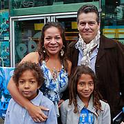 NLD/Amsterdam/20110731 - Premiere film De Smurfen, Nurlaila Karim met partner Muriel Wolda en kinderen Jay en Gaia