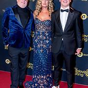 NLD/Amsterdam/20191009 - Uitreiking Gouden Televizier Ring Gala 2019, Annette Barlo met partner Frank Timmer en zoon Sjoerd
