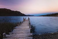 MUELLE EN LAGO PELLEGRINI AL ANOCHECER, CHOLILA, PROVINCIA DEL CHUBUT, ARGENTINA (PHOTO © MARCO GUOLI - ALL RIGHTS RESERVED)